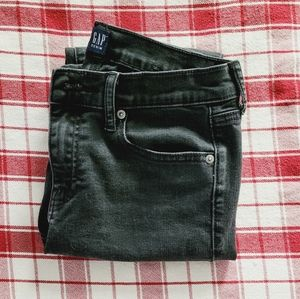 Gap Mid-Rise Classic Straight Jeans 27R